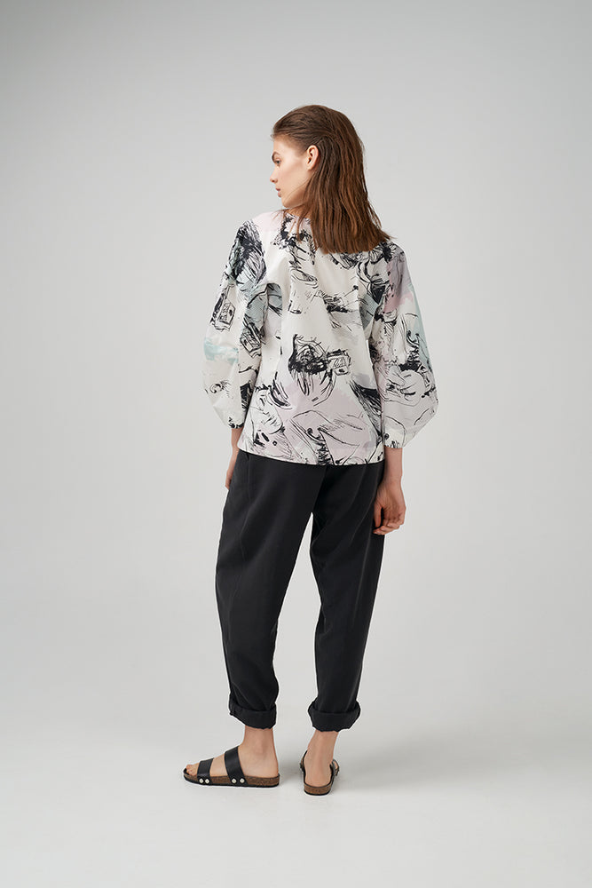 Cotton poplin blouse in  graphic pattern printed throughout