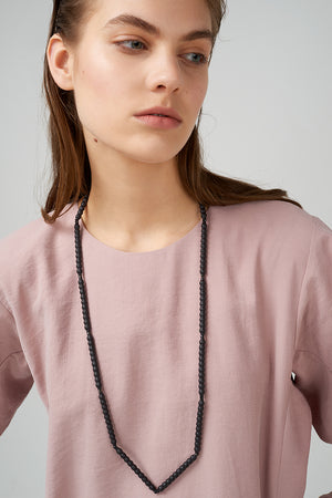 Long necklace in black