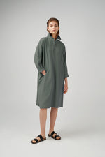 Long kimono sleeve viscose fabric dress in green