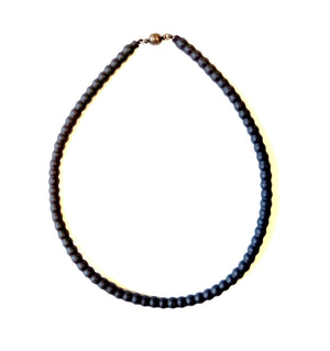 Short necklace in black