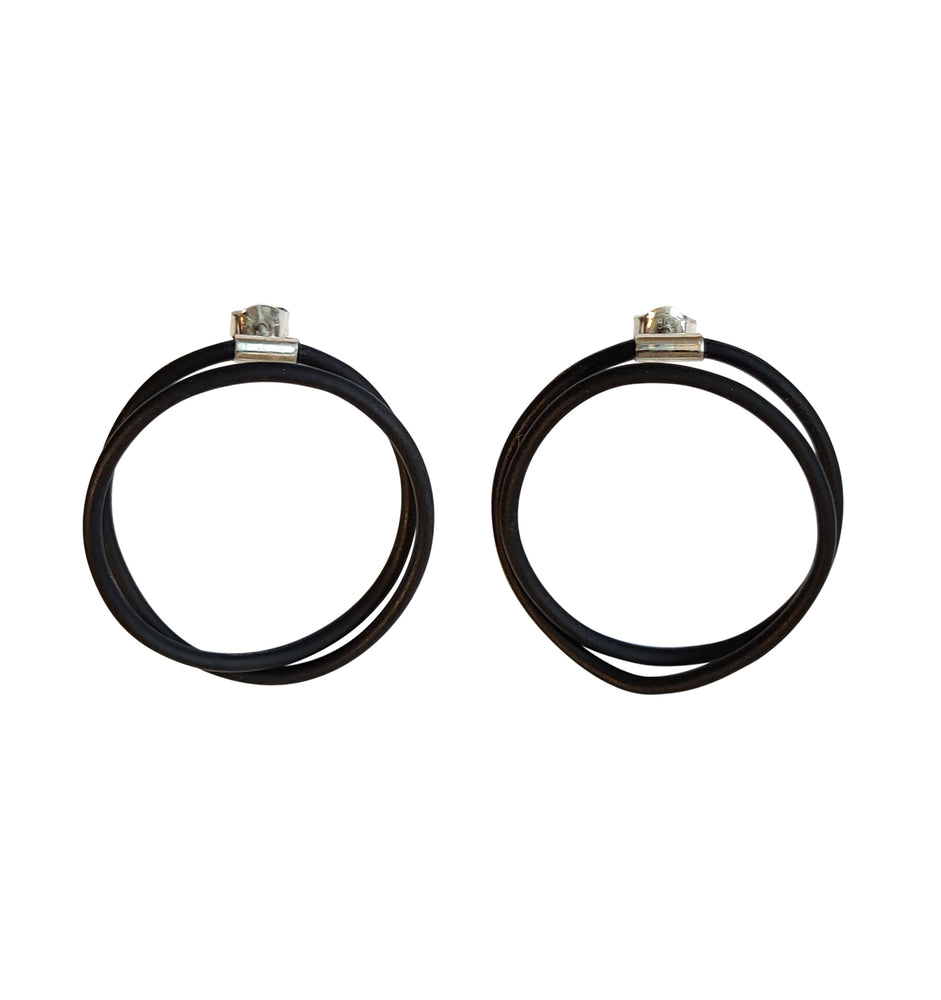 Earrings in black