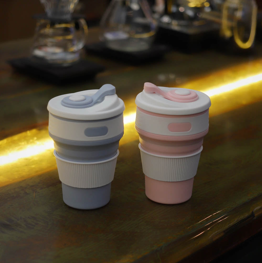 collapsible coffee cup lifestyle - blue and pink