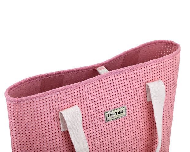 snap closure of the EVA / Silicone Wet N Dry Beach Bag Pink