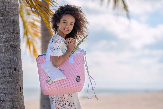 Girl wearing the EVA / Silicone Wet N Dry Beach Bag Pink