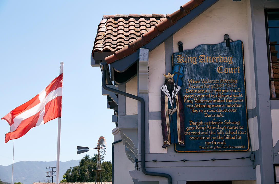 King Atterdag court sign and flag