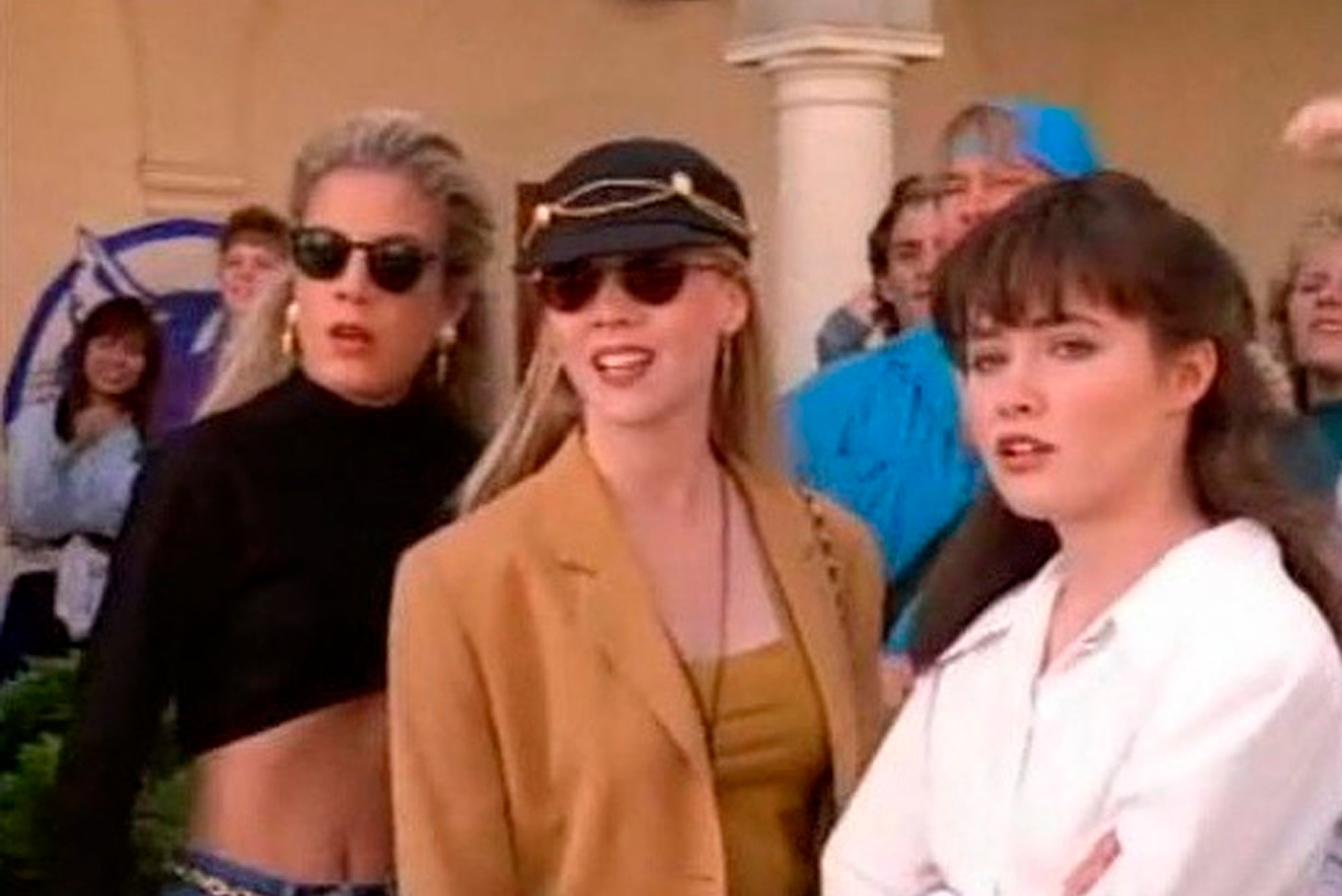 cast of Beverly Hills 90210 wearing sunglasses
