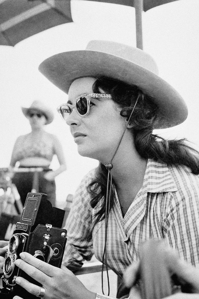 Black and white photo of Liz Taylor