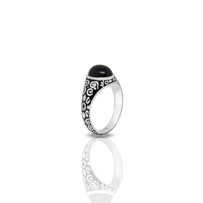 Outer Signet Ring With Oval Onyx