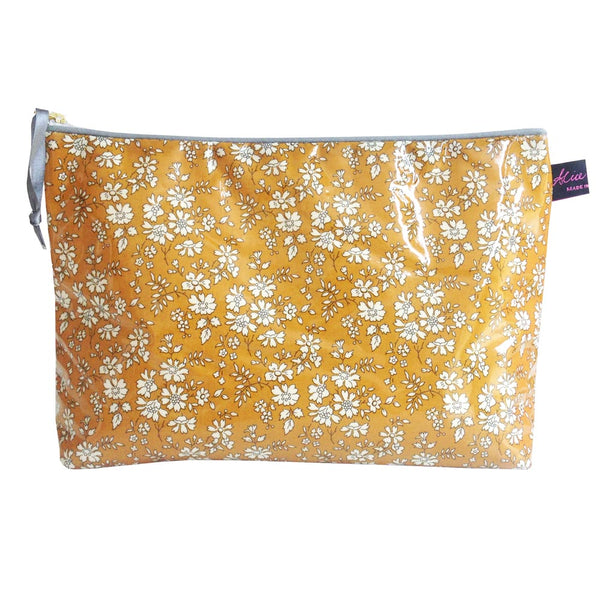 Washbag in Mustard