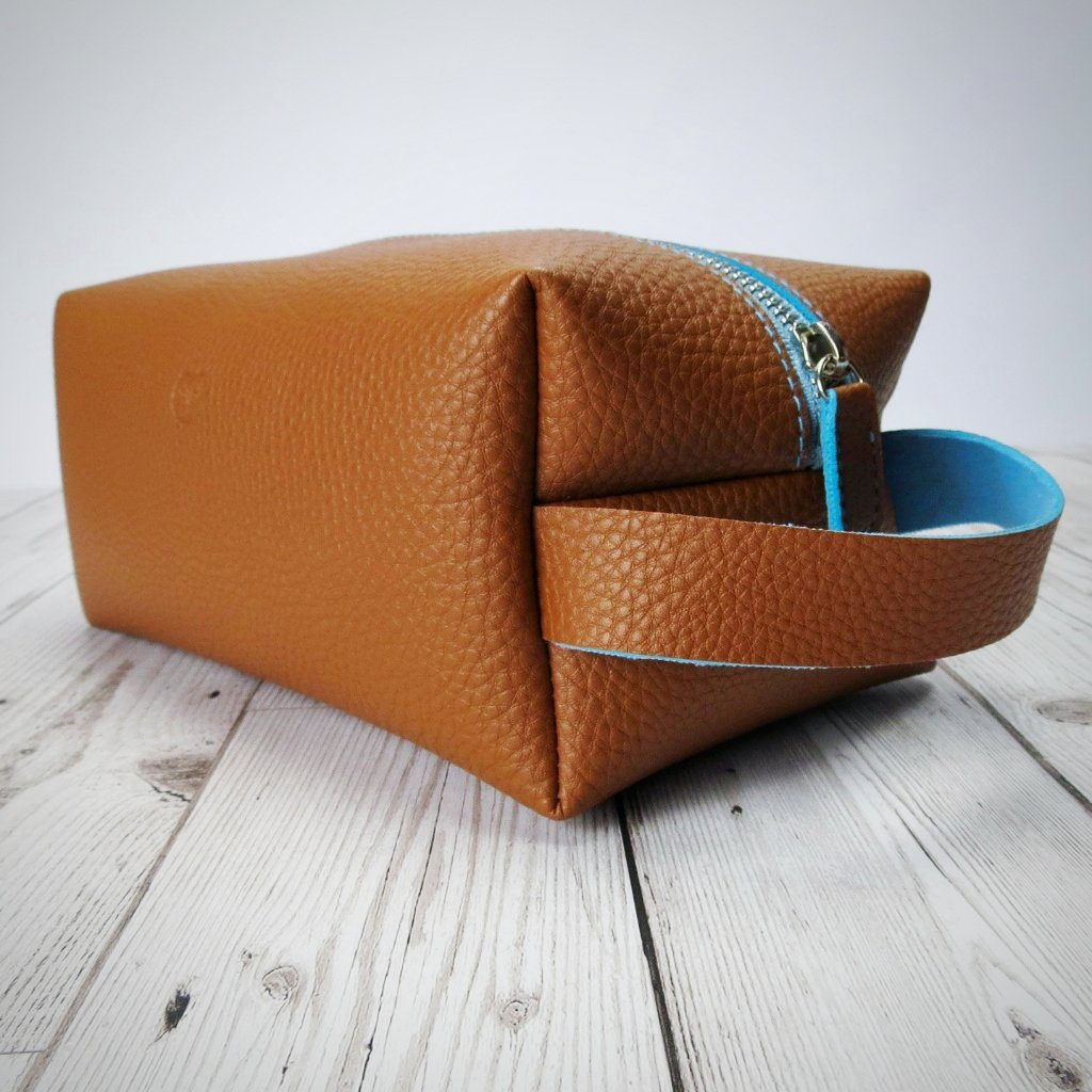 Wallace Washbag in Tan