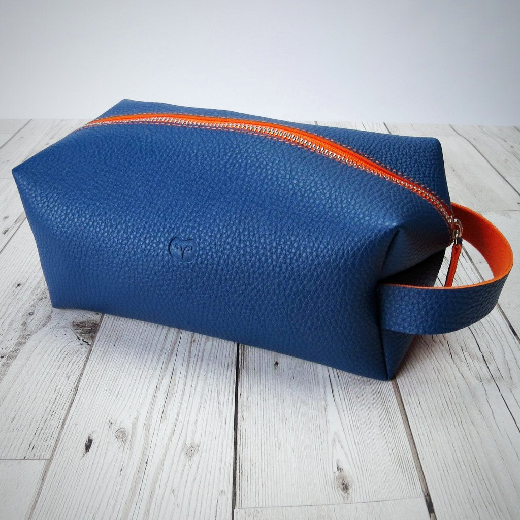 Wallace Washbag in Navy Blue