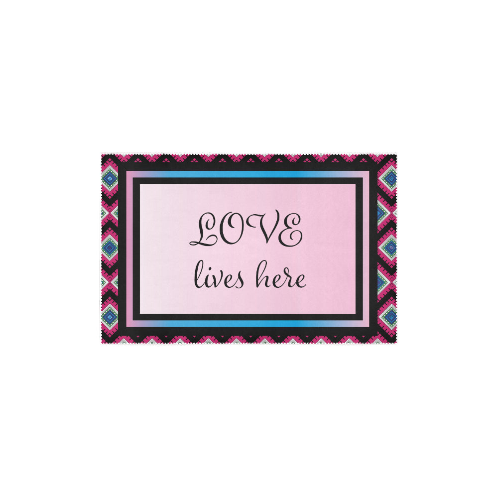 'Love lives here' Quadrangle Print Accent Area Rug