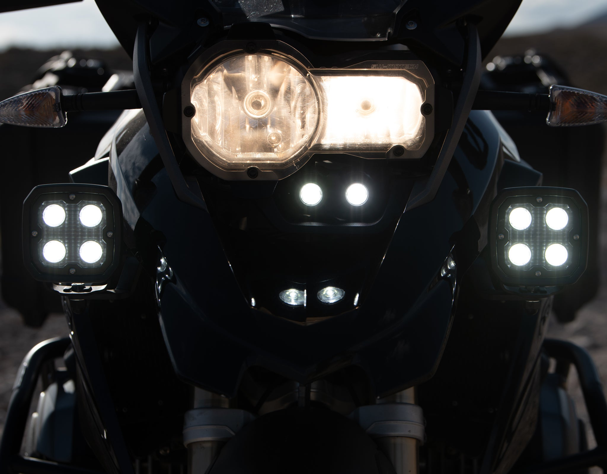 DM Light Kit tucked underneath the headlight using the BMW R1200GS Vehicle-Specific Light Mount