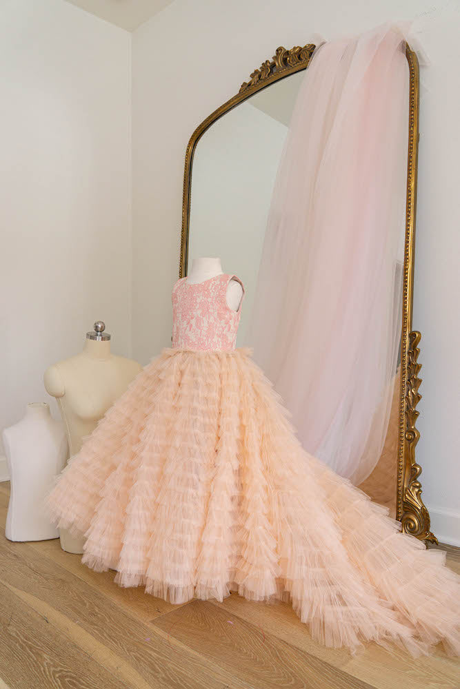The Queen in peach - Flowers and Ruffles
