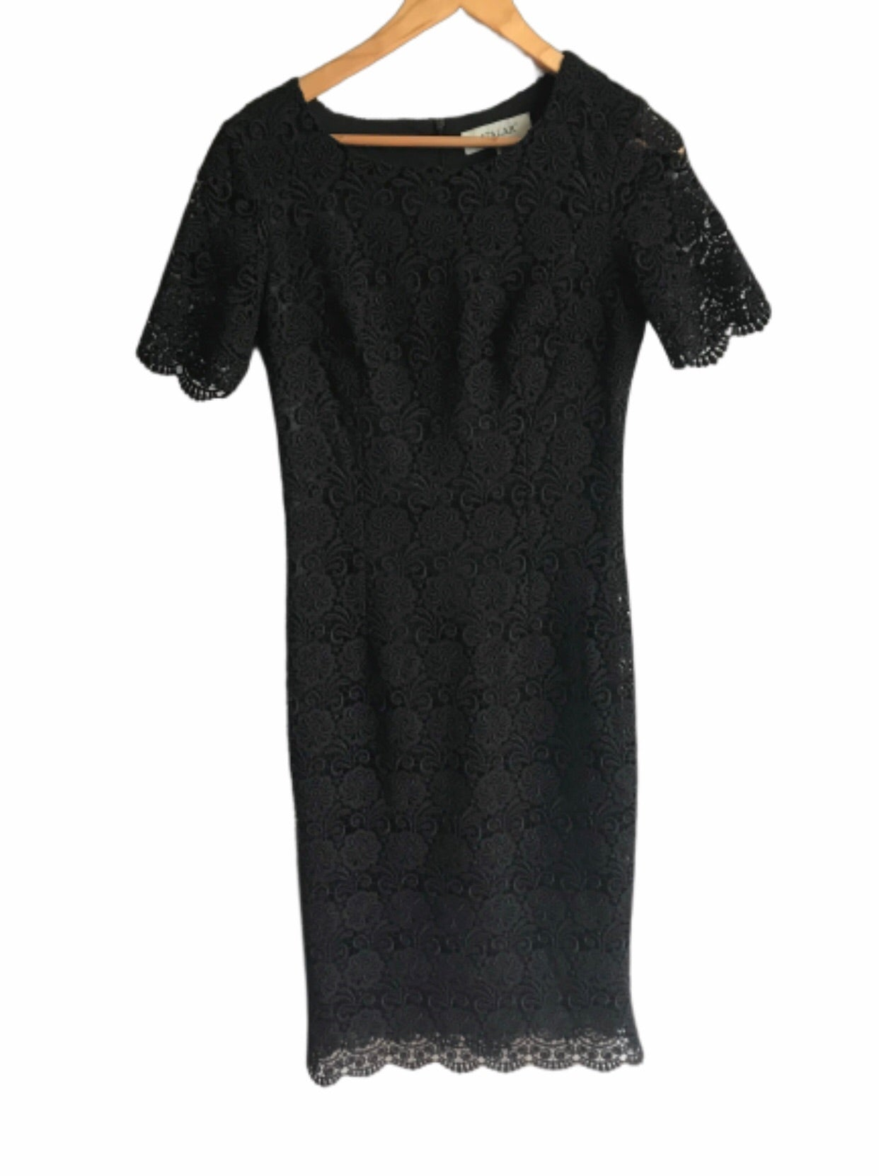 Robe noire en broderie anglaise