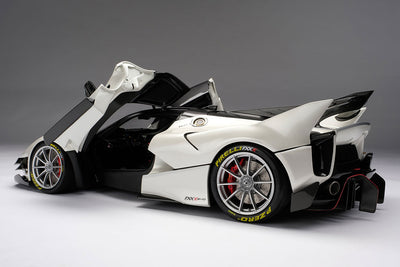 Ferrari FXX K Evo - 1:8 Scale Model car