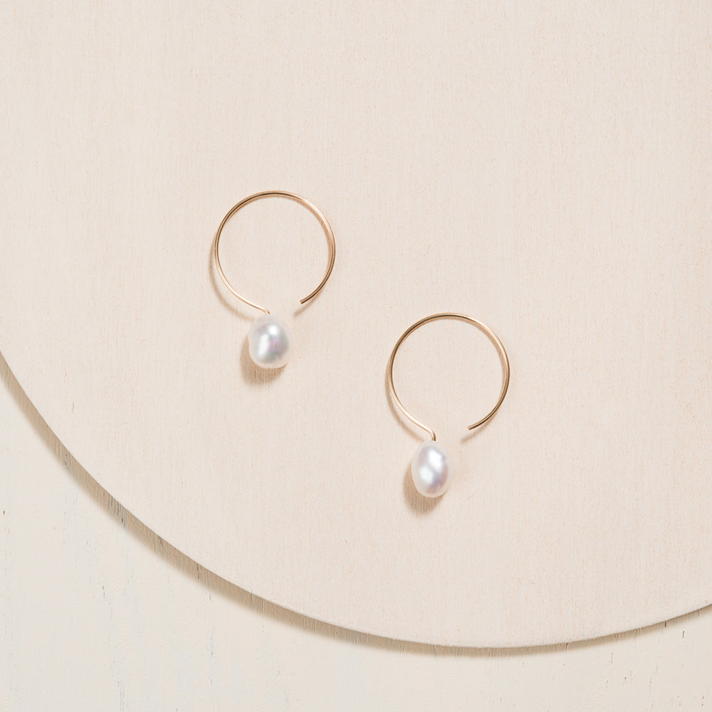 Basic Gold Filled Hoop Earrings with Ivory Baroque Pearl handmade by Camillette Jewelry. Made in Montreal.
