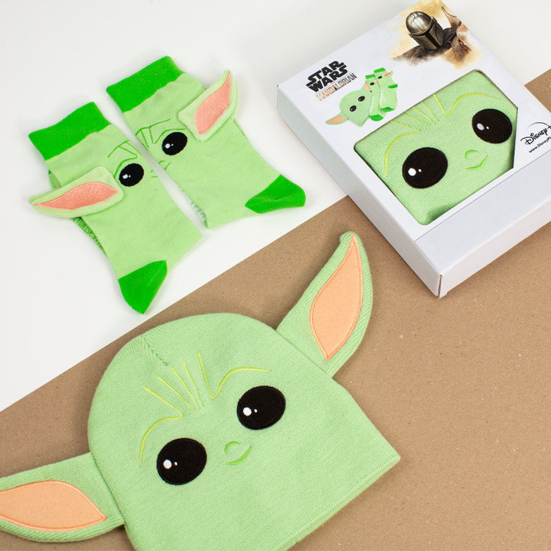 Official Star Wars The Mandalorian The Child / Baby Yoda Gift Set (Beanie + Socks)