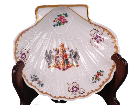 Samson Porcelain Scallop Shell Dish with a Coat of Arms