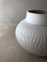 Vase with chattering decoration and white finish
