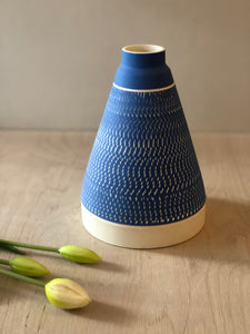 Tall blue pyramid vase with chattering decoration