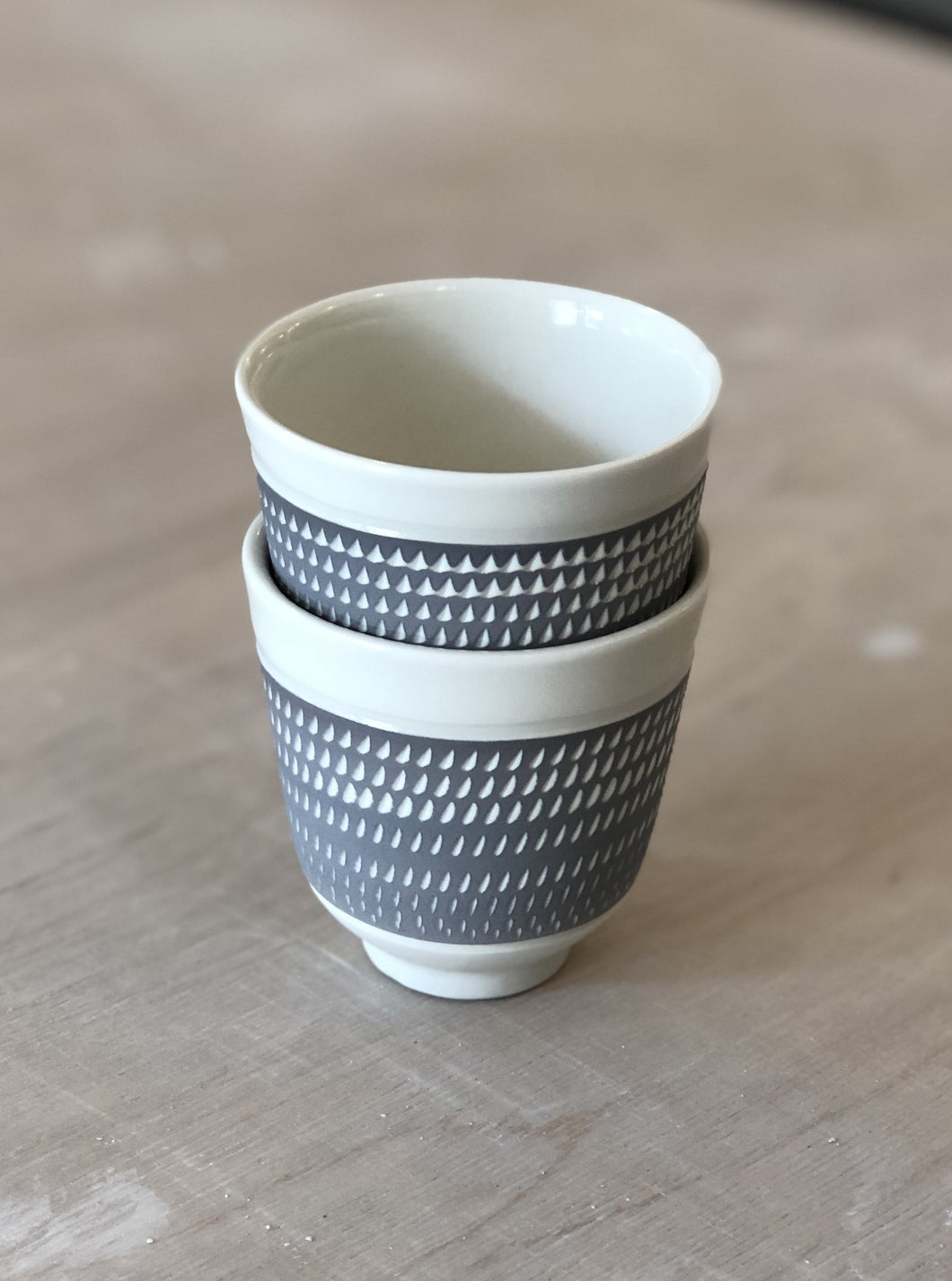 Porcelain cup with chattering decoration /  Gray
