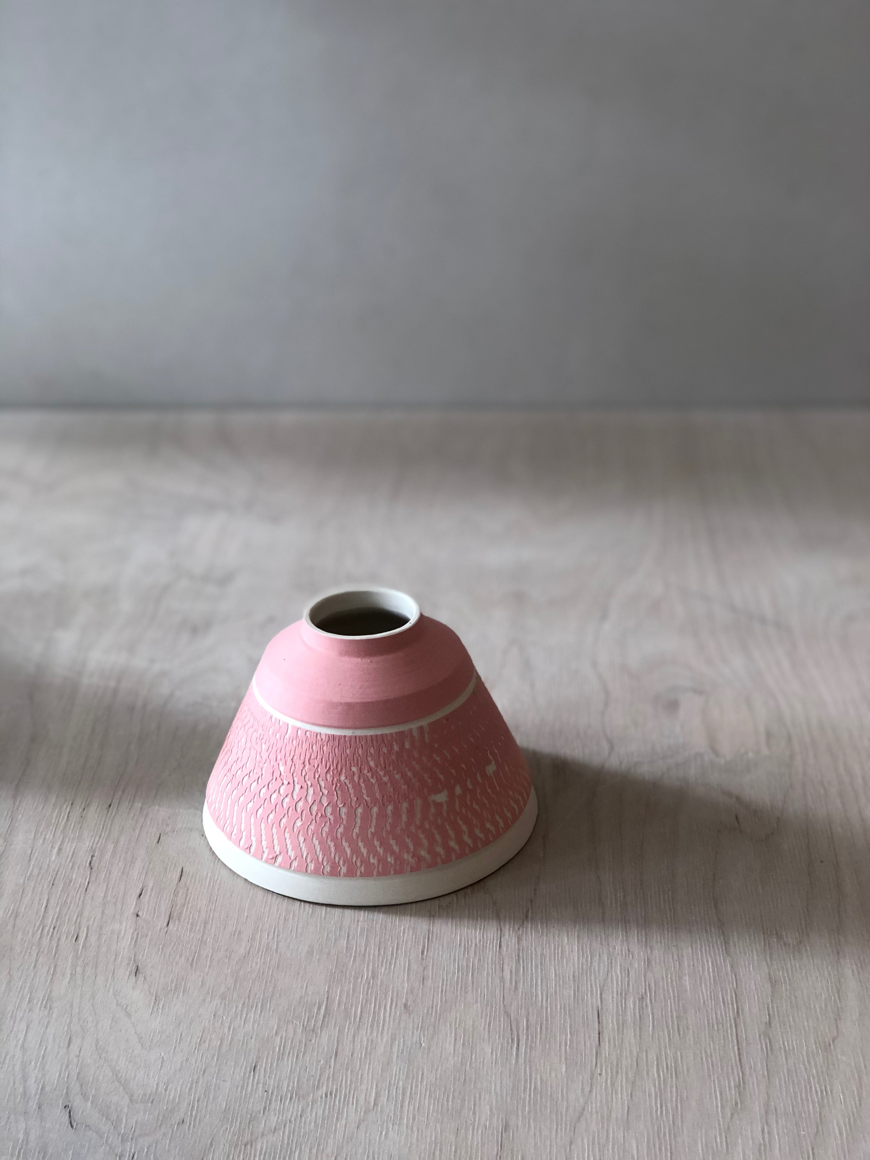 Small Pink pyramid vase with chattering decoration - sample