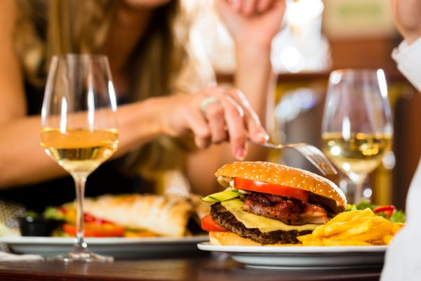 3 Tips for Pairing Wine with Fast Food