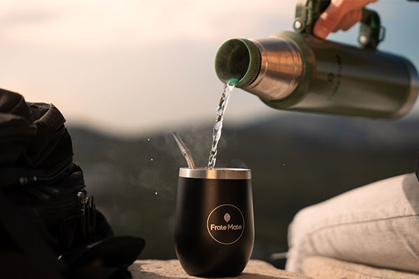 Lifestyle thermos frate remplissage