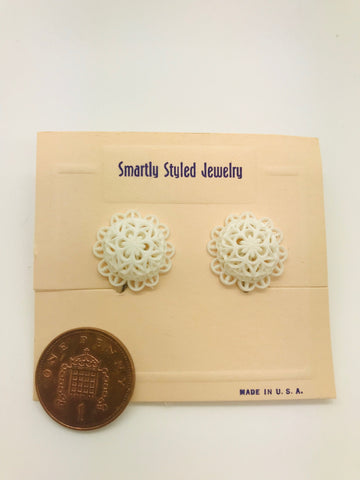 Authentic Vintage 1940s-50s Screw Back Dome Earrings in White Floral Lace Acrylic Resin