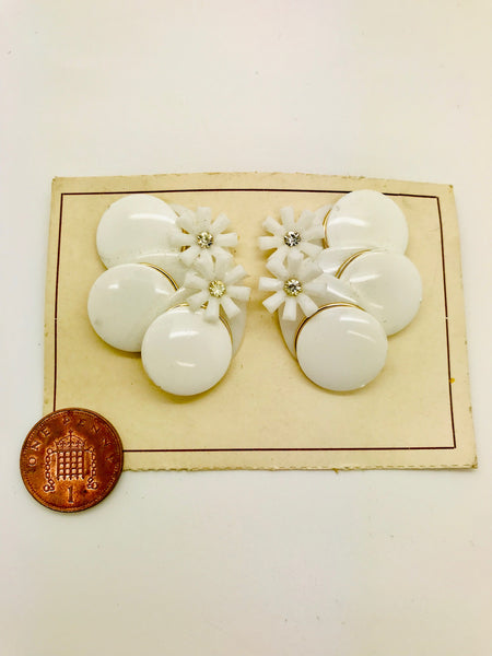 Rock n Romance Authentic Vintage 1940s-50s Clip On White Floral Abstract Acrylic Resin Earrings by The Schein Brothers - RocknRomance Clothing