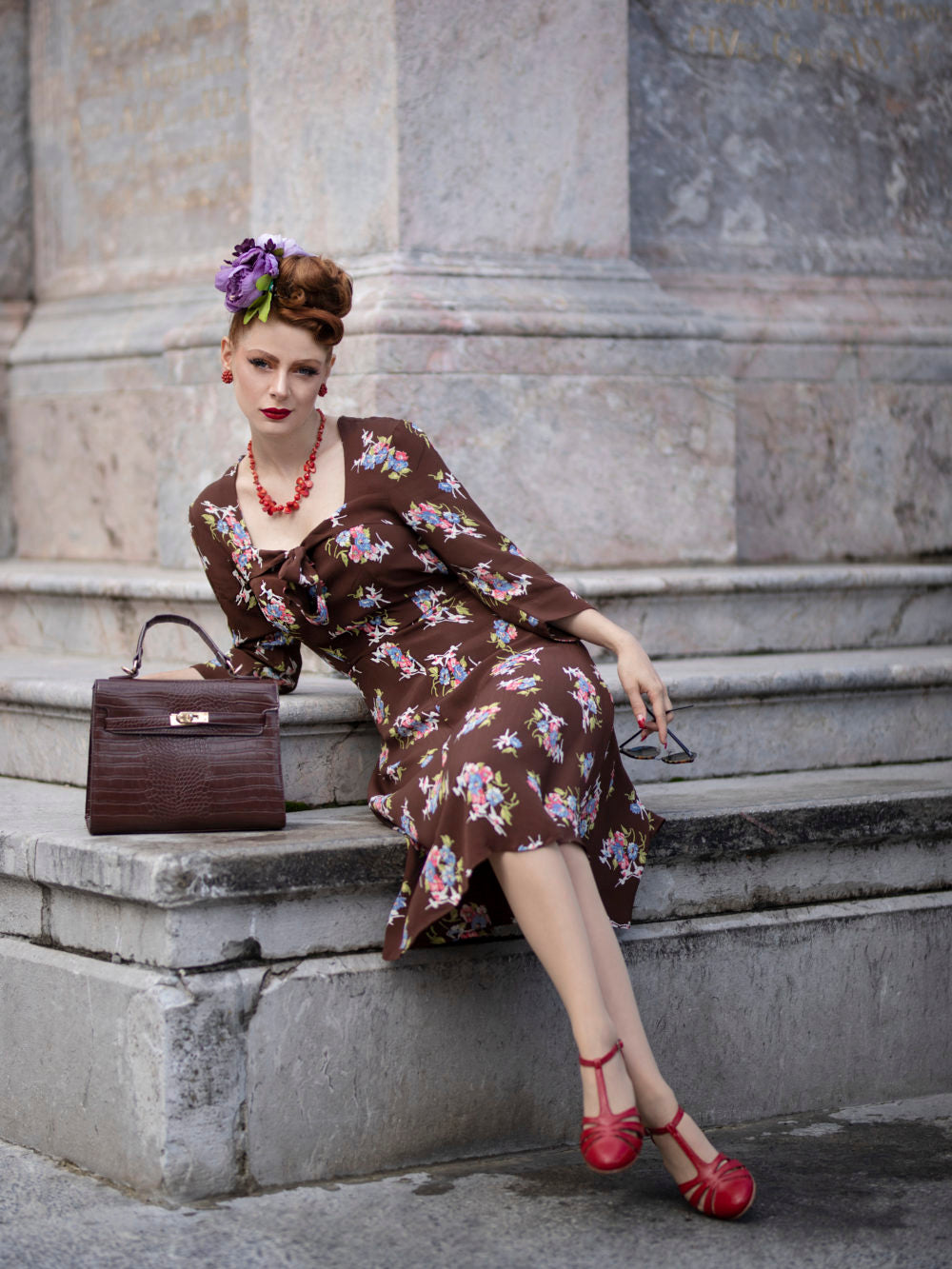 1940s Dress Styles Joyce 1940s Day Dress in Brown Floral Authentic true vintage style £79.00 AT vintagedancer.com