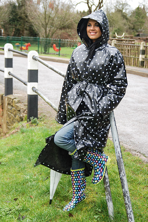 "Elements Rain Wear 1950s Style ""Classic Fashion Rain Mac"" True Vintage Style In Black Shiny With White spots - RocknRomance Clothing"
