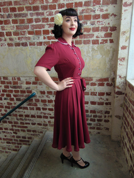 "The Seamstress of Bloomsbury ""Mae"" Tea Dress in Wine with Cream Contrasts, Classic 1940s True Vintage Style - RocknRomance Clothing"