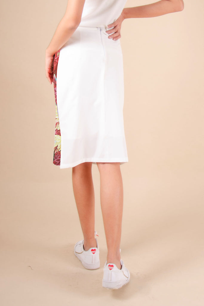 BELOWTHEKNEEQUEEN-WHITE_BACK Below the knee pencil cut skirt with front print and plain color at the back
