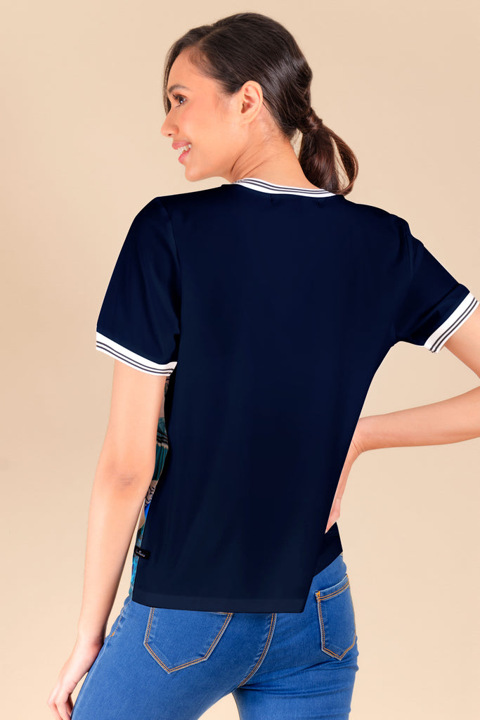 KPB-CHINABLUERNBLS-P.NAVY-BACK Short sleeves round neck printed blouse with flat knit on neckline & sleeves