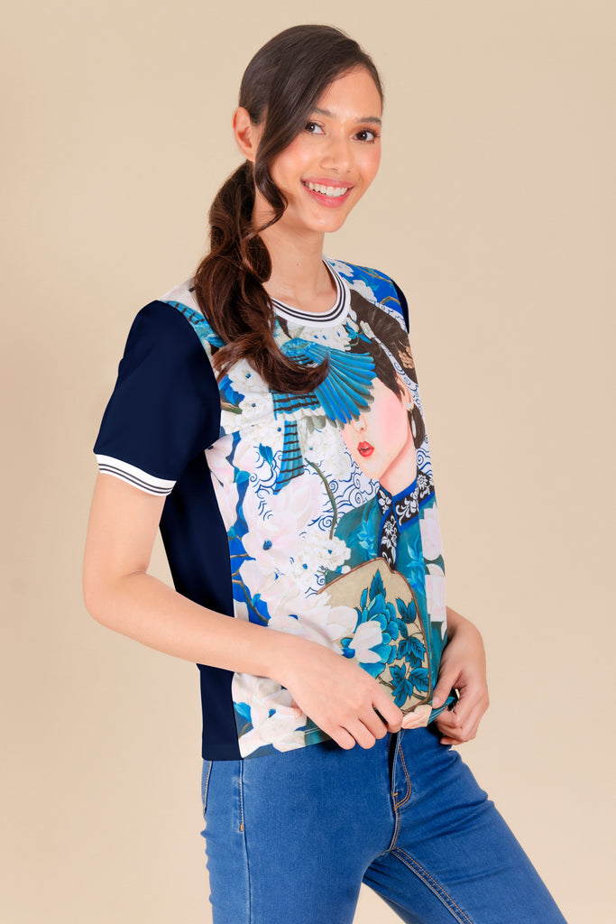 KPB-CHINABLUERNBLS-P.NAVY-SIDE Short sleeves round neck printed blouse with flat knit on neckline & sleeves