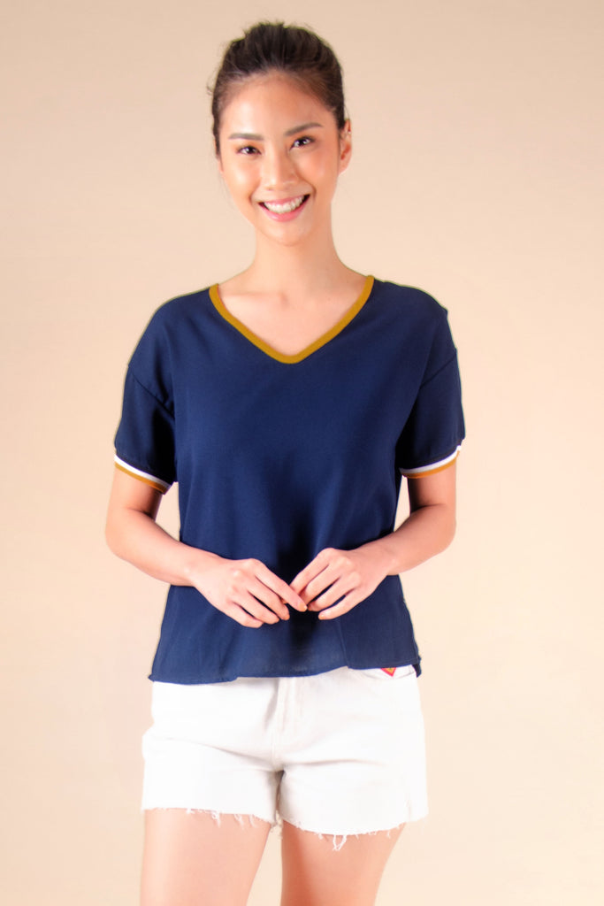 WB-FINLEY-NAVY-FRONT Short sleeves v- neck blouse with flat knit combi on sleeves and back tie