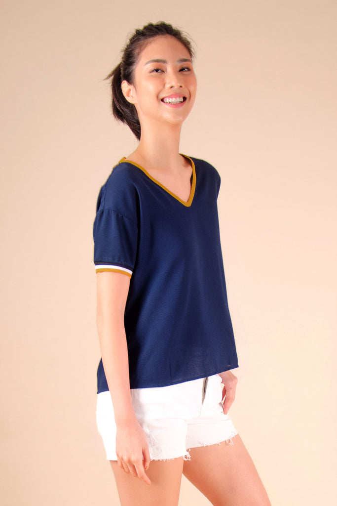 WB-FINLEY-NAVY-SIDE Short sleeves v- neck blouse with flat knit combi on sleeves and back tie