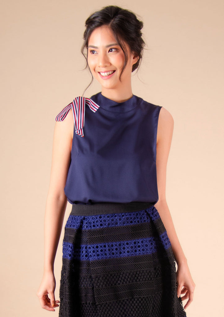 WB-HILLARY-NAVY Sleeveless round neck blouse with ribbon and zipper at the back