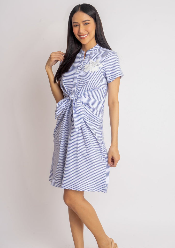 WD DARELLE BLUE STRIPES FRONT Short sleeves Chinese collared button down dress with applique & knot detail