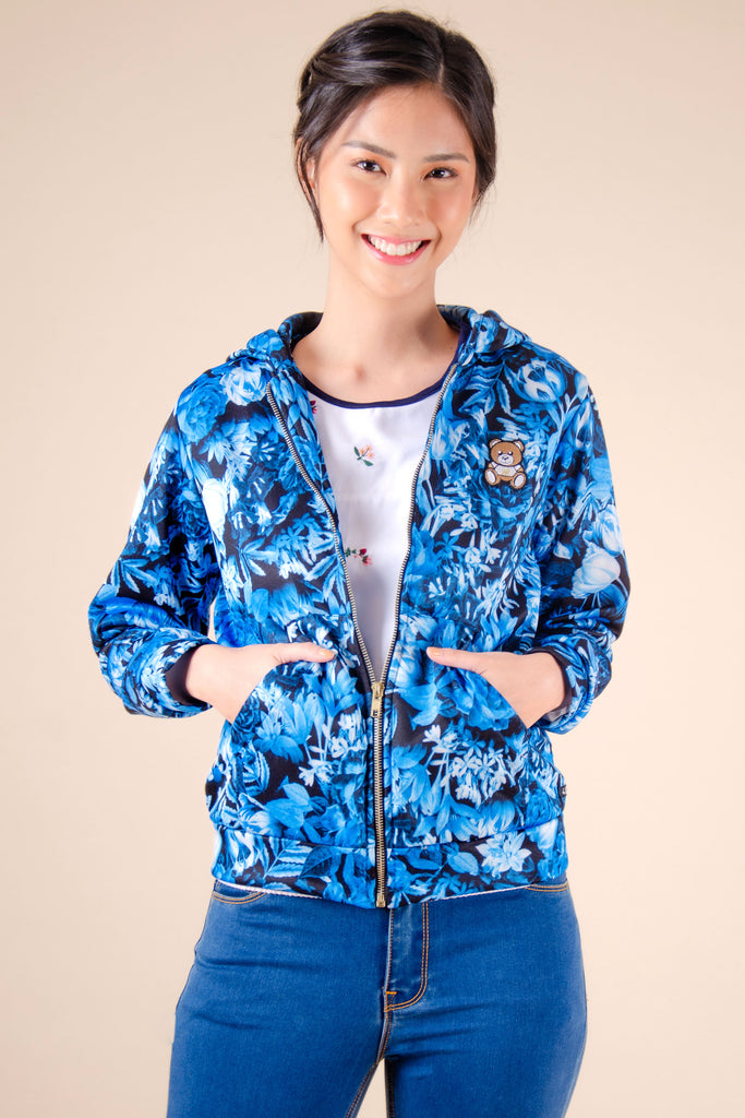 WJ-KAYLA-PRINTEDBLUE-FRONT Long sleeves zip up hooded jacket with kangaroo pocket and bear patch