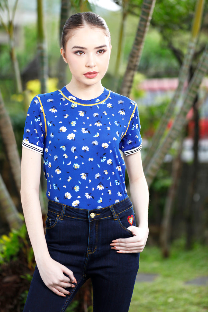 WT-KYLA-P.ROYALBLUE Short sleeves collared tee with placket and white bear patch detail