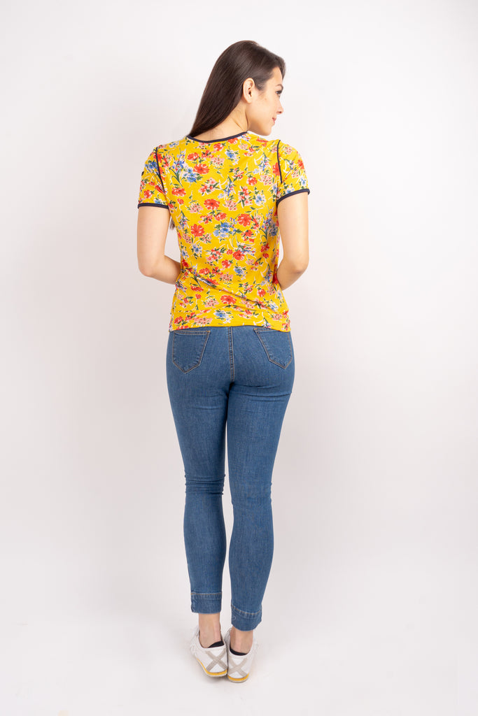 WT CLAUDIA-FLORAL YELLOW-BACK Short sleeves round neck floral tee with piping combi and hemband