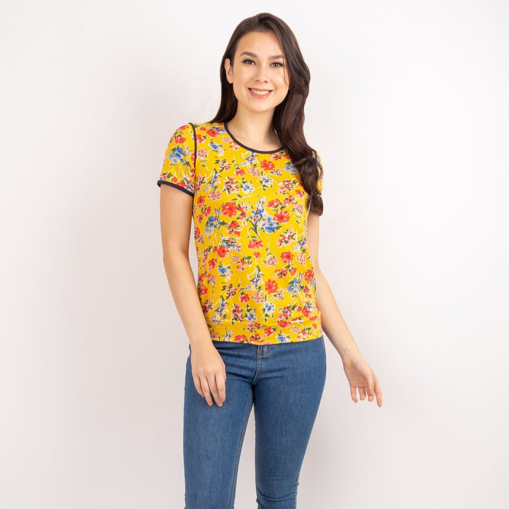 WT CLAUDIA-FLORAL YELLOW-FRONT HALF Short sleeves round neck floral tee with piping combi and hemband
