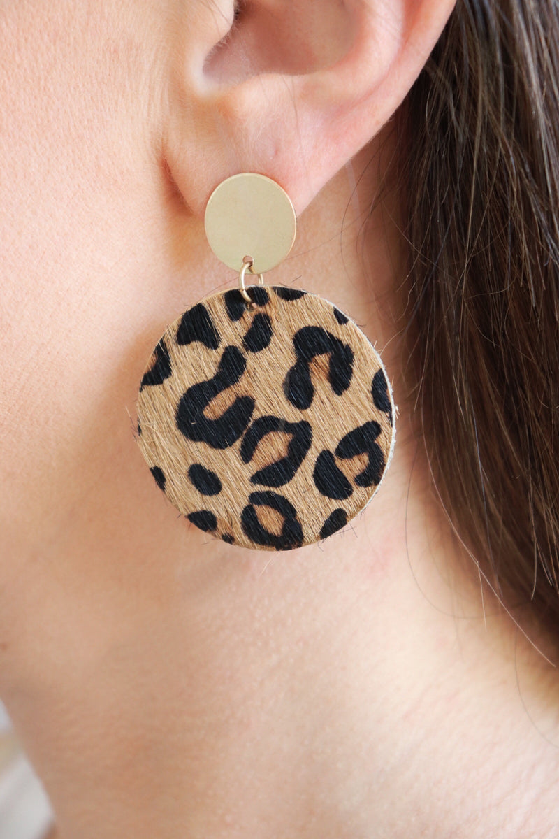 Metal faux fur circle leopard drop earrings
