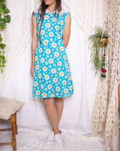 Load image into Gallery viewer, Sweet 60s daisy dress - M