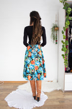 Load image into Gallery viewer, Sweet 70s floral midi skirt XS