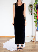 Load image into Gallery viewer, Black velvet 90's maxi dress S