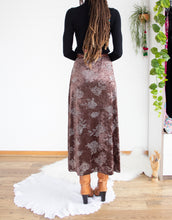 Load image into Gallery viewer, 90's floral velvet midi skirt L